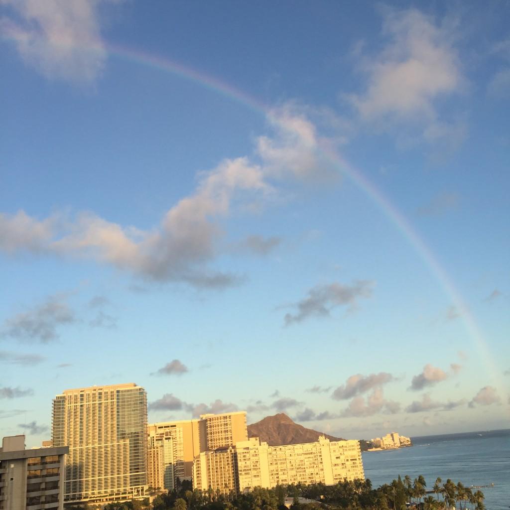 オアフ島・ワイキキビーチで見た虹