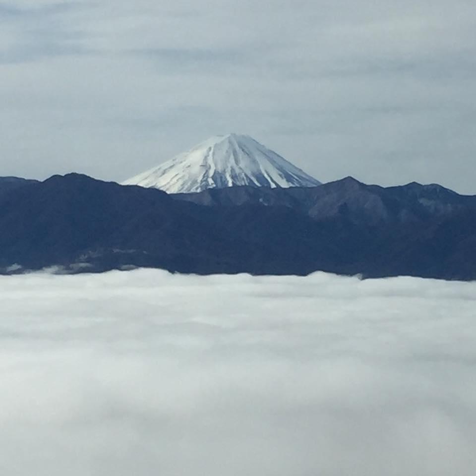 富士山と雲海(山梨県側から撮影)